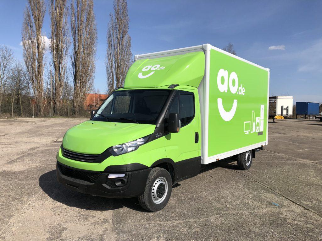 AO.de 2018 Transporter Vollverklebung grün Iveco Daily